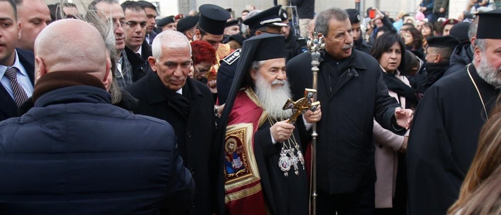 Χριστούγεννα στην Βηθλεέμ: Αποδοκιμάστηκε ο Πατριάρχης Ιεροσολύμων Θεόφιλος (βίντεο)