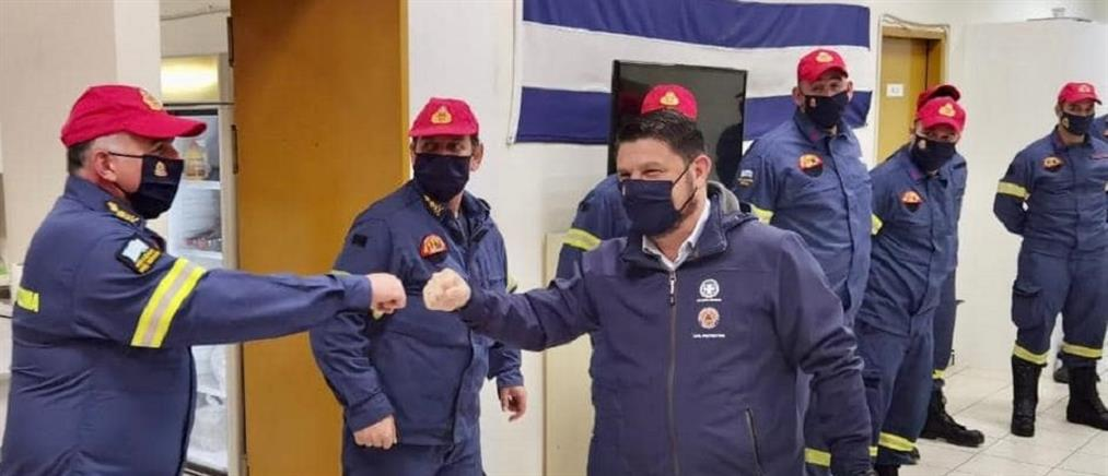 Πρωτοχρονιά με πυροσβέστες και αστυνομικούς έκανε ο Νίκος Χαρδαλιάς (εικόνες)