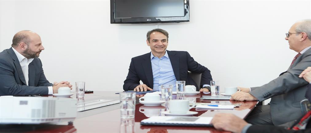 Μητσοτάκης: η Κυβέρνηση συζητά με τους θεσμούς το αναπτυξιακό της σχέδιο, αλλά όχι με τους πολίτες