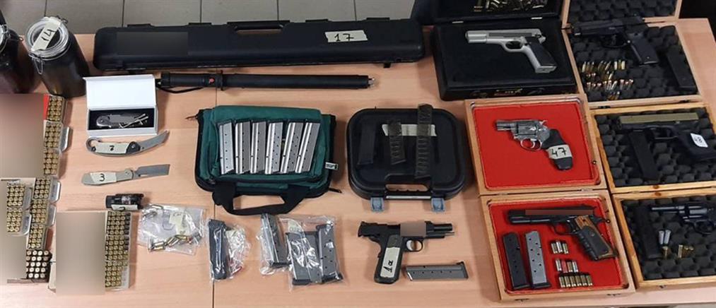 Μικρό οπλοστάσιο βρέθηκε σε διαμέρισμα (εικόνες)