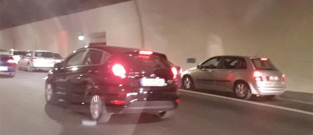 """Εικόνες ντροπής: """"Κατάληψη"""" της ΛΕΑ από ασυνείδητους οδηγούς (εικόνες)"""