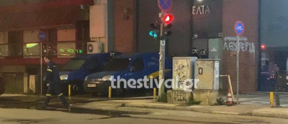 Εμπρηστική επίθεση σε οχήματα των ΕΛΤΑ (εικόνες)