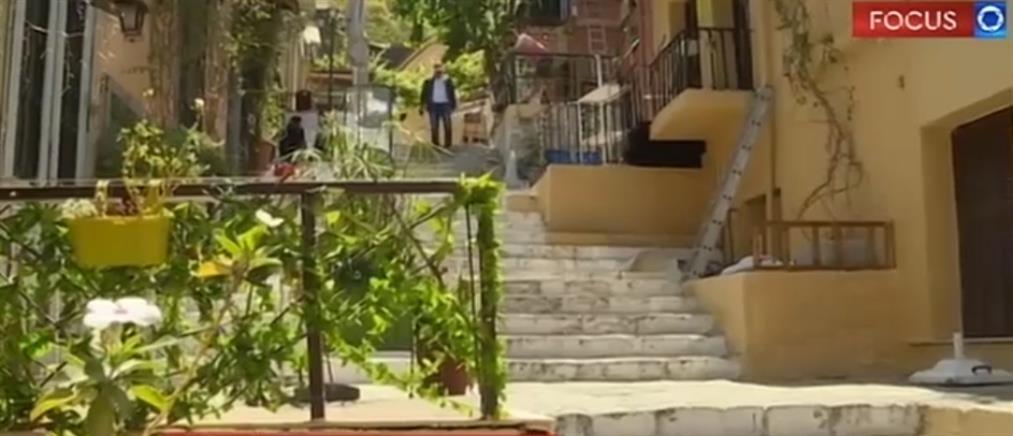 """""""SOS"""" μέσω του ΑΝΤ1 εκπέμπουν οι έμποροι στην Πλάκα (βίντεο)"""