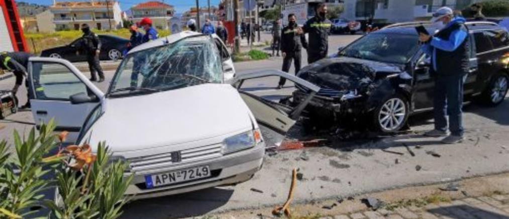 Σύγκρουση αυτοκινήτων με έναν νεκρό (εικόνες)