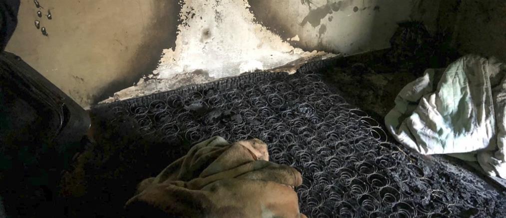 Αγωνία για το βρέφος που σώθηκε από το φλεγόμενο διαμέρισμα
