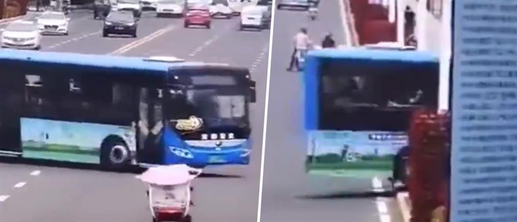 Καρέ-καρέ η πτώση λεωφορείου με τελειόφοιτους σε λίμνη