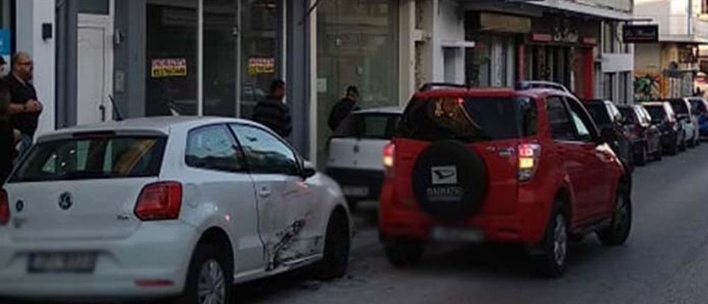 Ηλικιωμένη οδηγός πήρε σβάρνα σταθμευμένα αυτοκίνητα (εικόνες)