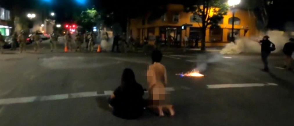 Πόρτλαντ: Η viral γυμνή διαδηλώτρια (βίντεο)