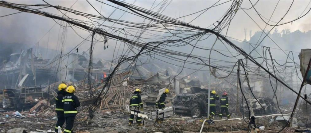 Νεκροί σε έκρηξη βυτιοφόρου που προκάλεσε κατάρρευση κτηρίων (εικόνες)