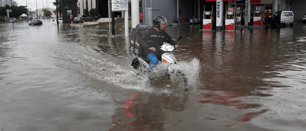 Πλημμύρισε η Αττική - προβλήματα σε πολλές περιοχές (βίντεο)