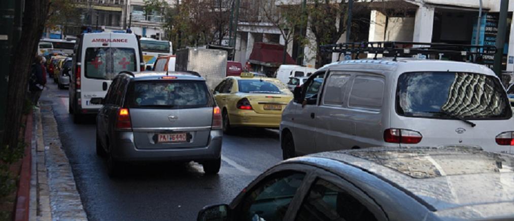 Κυκλοφοριακό χάος στους δρόμους - Χωρίς μετρό, ηλεκτρικό, τραμ η Αθήνα