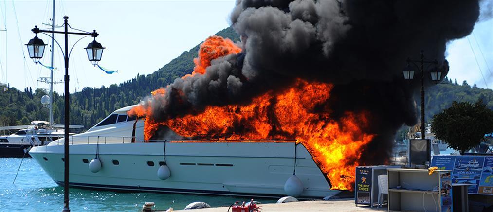Χαλκιδική: Στις φλόγες θαλαμηγός