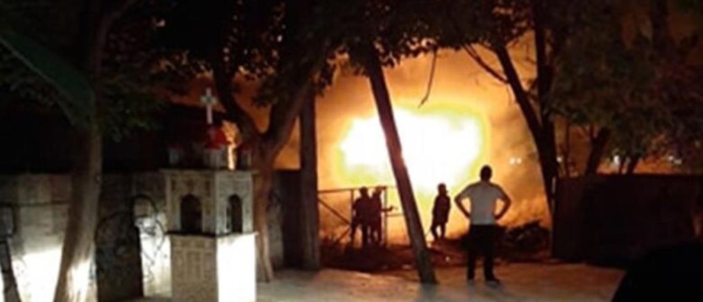 Φωτιά στο σταθμό του τρένου στη Λάρισα (εικόνες)