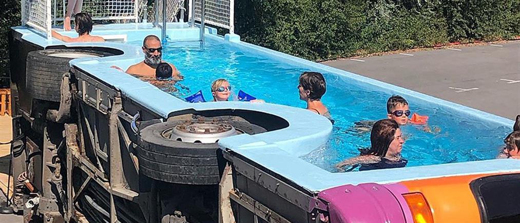 Έκανε πισίνα ένα... τουμπαρισμένο λεωφορείο (εικόνες)
