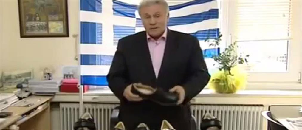Ο Παναγιώτης Ψωμιάδης πουλάει παπούτσια στην τηλεόραση (Βίντεο)