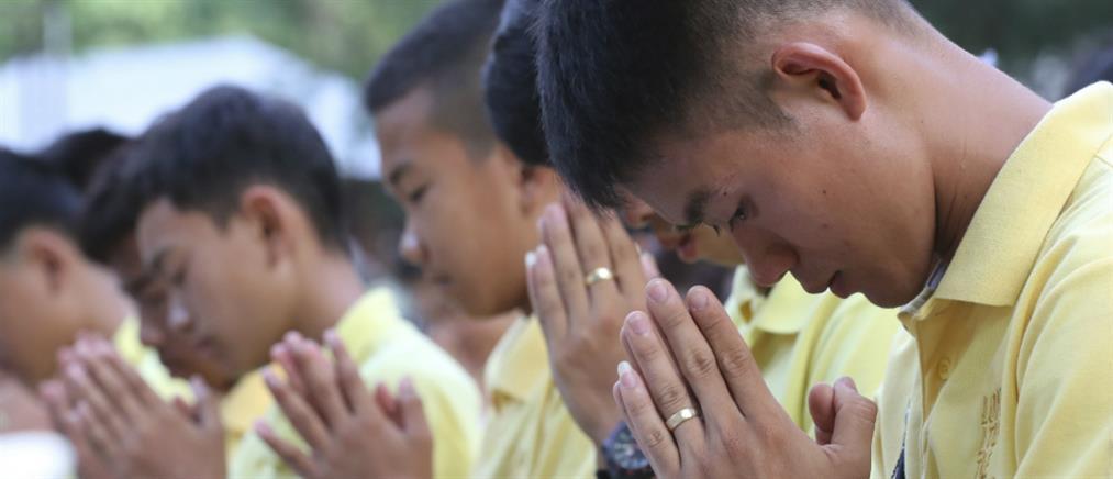 """Ταϊλάνδη: οι μικροί ήρωες επέστρεψαν στο """"σπήλαιο του τρόμου"""" (βίντεο)"""