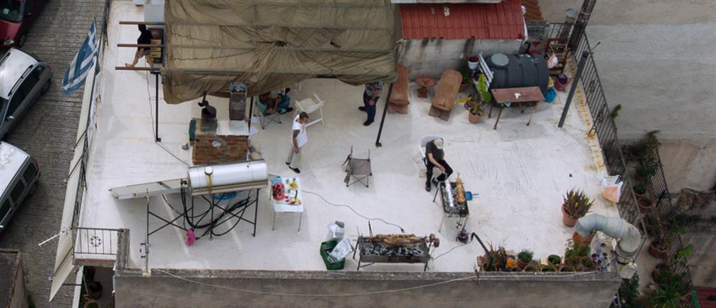 Πάσχα: Αρνιά σε μπαλκόνια και ταράτσες (εικόνες)