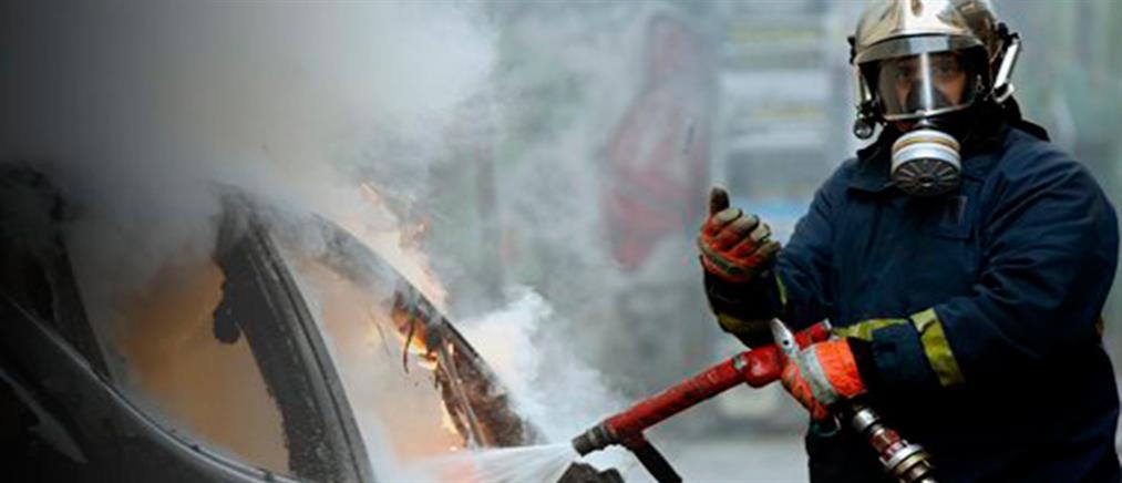 Στις φλόγες τυλίχθηκε αυτοκίνητο έξω από τη Θεσσαλονίκη