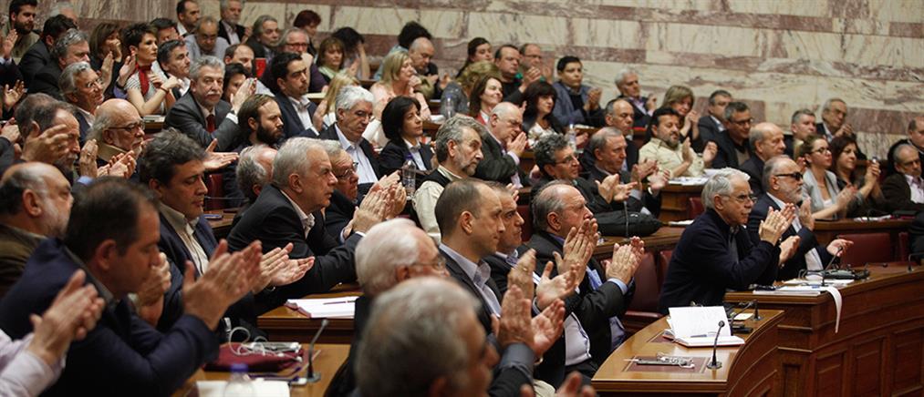 """Αρνητική η """"κίνηση των 53"""" στη συζήτηση για αναθεώρηση του Συντάγματος"""