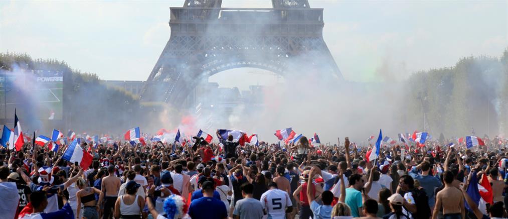 """Μουντιάλ 2018: """"Μπλε"""" όλο το Παρίσι για το Παγκόσμιο Κύπελλο της Γαλλίας (εικόνες)"""