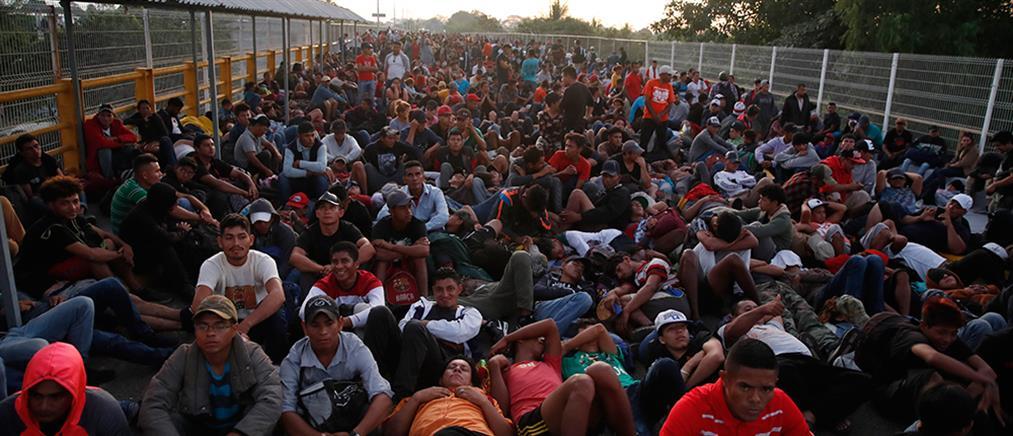 Απίστευτες εικόνες: Καραβάνι μεταναστών κινείται προς τις ΗΠΑ