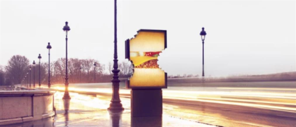 """Παρίσι: έργα Τέχνης οι """"δαγκωμένες"""" διαφημιστικές πινακίδες (εικόνες)"""