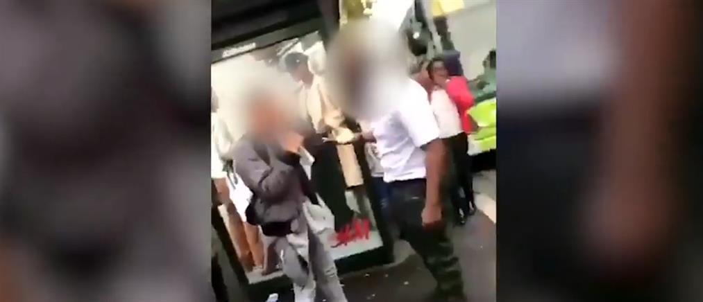 Οδηγός λεωφορείου χαστουκίζει μαθητή (βίντεο)