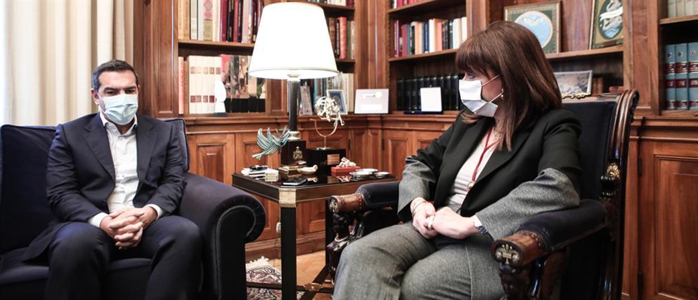 Εθνική ομοψυχία ζήτησε η Σακελλαροπούλου - Συμβούλιο πολιτικών αρχηγών ο Τσίπρας
