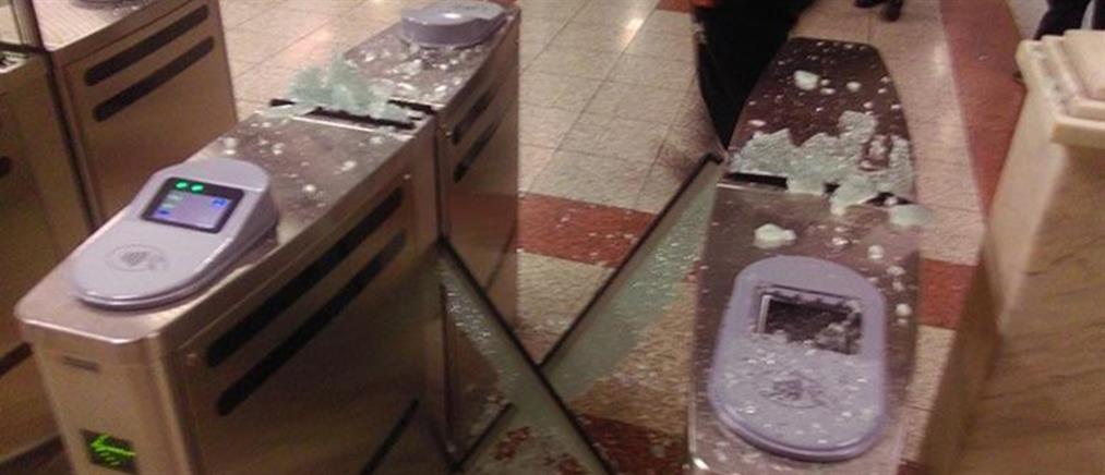 """Κουκουλοφόροι έσπασαν ακυρωτικά μηχανήματα στον σταθμό """"Πανεπιστήμιο"""""""