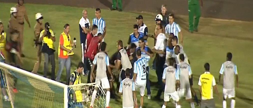 Σοκ στη Βραζιλία από το άγριο ξύλο σε ποδοσφαιρικό αγώνα