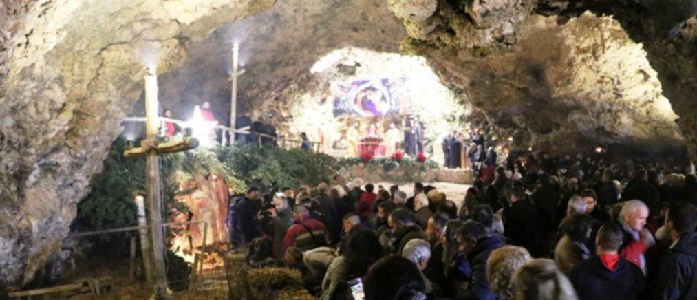 """""""Βούλιαξε"""" το σπήλαιο της Μαραθοκεφάλας για την Αναπαράσταση της Φάτνης (εικόνες)"""