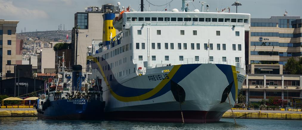 Σαντορίνη: Πρόσκρουση πλοίου στο λιμάνι