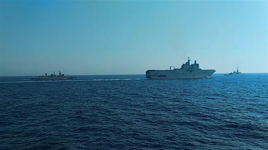Γαλλικά πολεμικά πλοία και αεροσκάφη στη Μεσόγειο