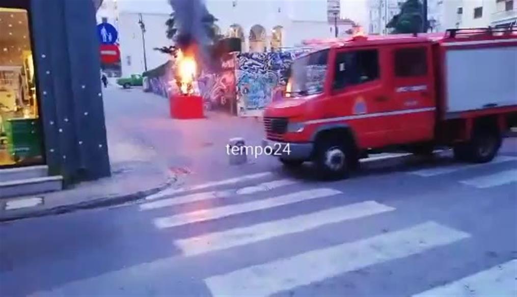 Πάτρα: Εμπρησμός σε καρναβαλικές κατασκευές. Στις φλόγες κι άλλος μπάστακας