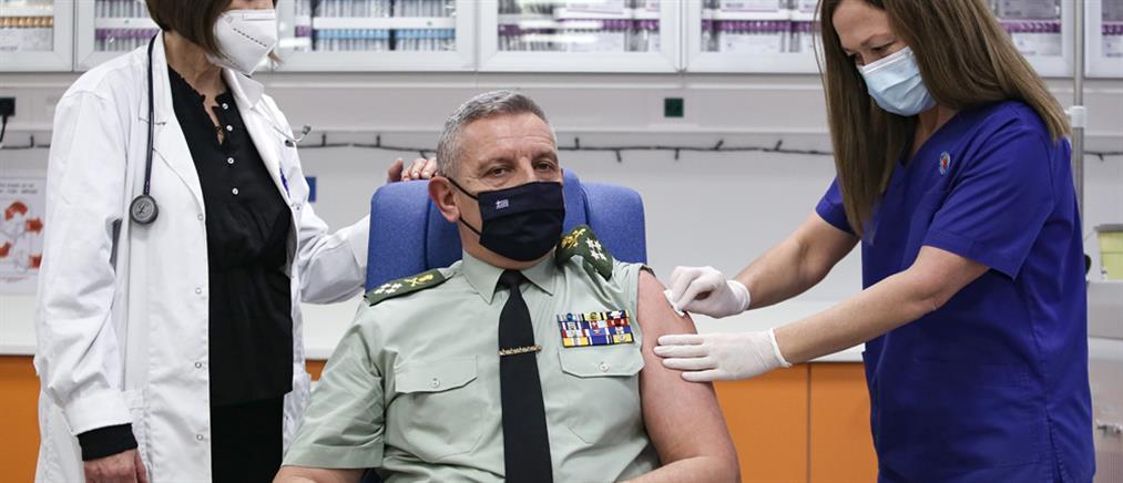 Εμβολιάστηκε ο αρχηγός ΓΕΕΘΑ Κωνσταντίνος Φλώρος