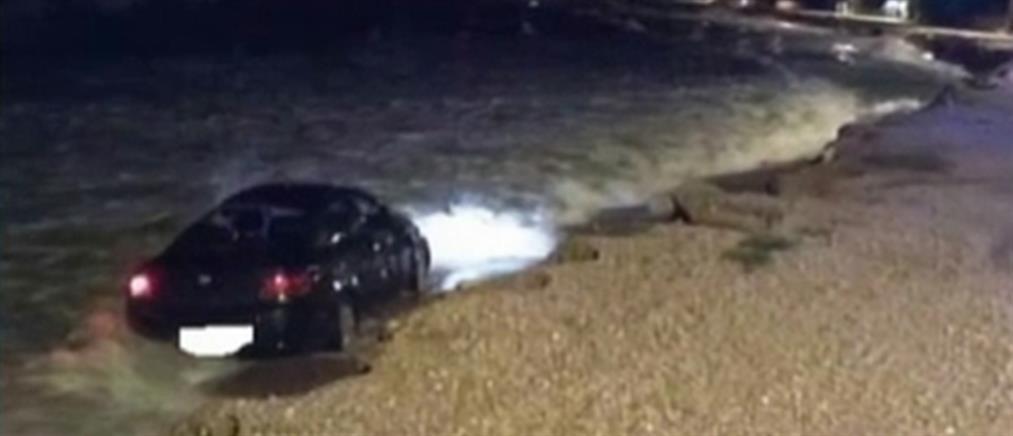 Έπεσαν με το αυτοκίνητο στη θάλασσα για να αποφύγουν ζώο