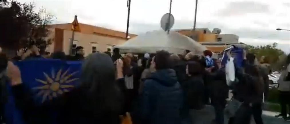 Αποδοκιμασίες σε υποψήφιους ευρωβουλευτές του ΣΥΡΙΖΑ στη Δράμα (βίντεο)