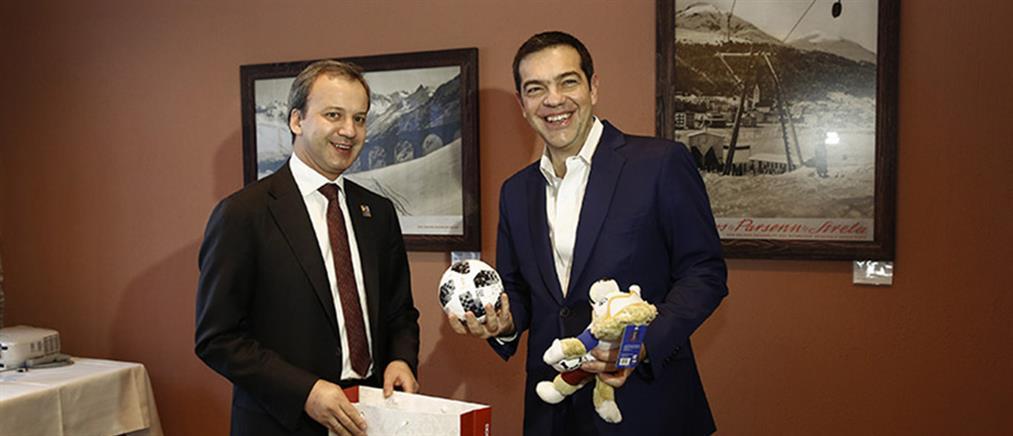 Το δώρο του αναπληρωτή Πρωθυπουργού της Ρωσίας στον Τσίπρα (φωτο)