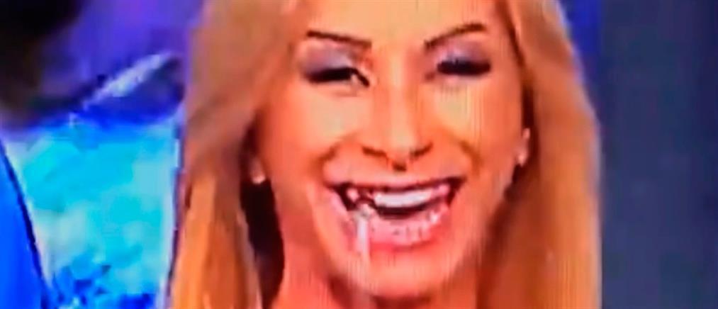 Έφυγε... το δόντι παρουσιάστριας στον αέρα (βίντεο)