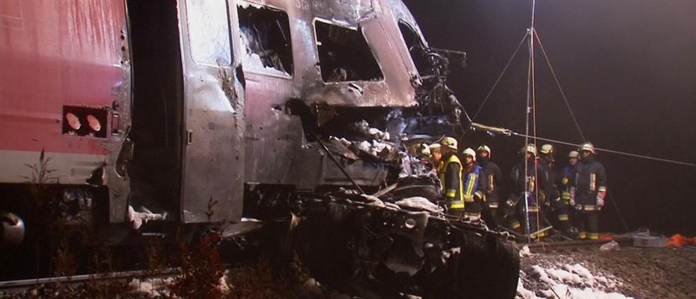 Τρένο παρέσυρε κι ...έλιωσε φορτηγό (Βίντεο)