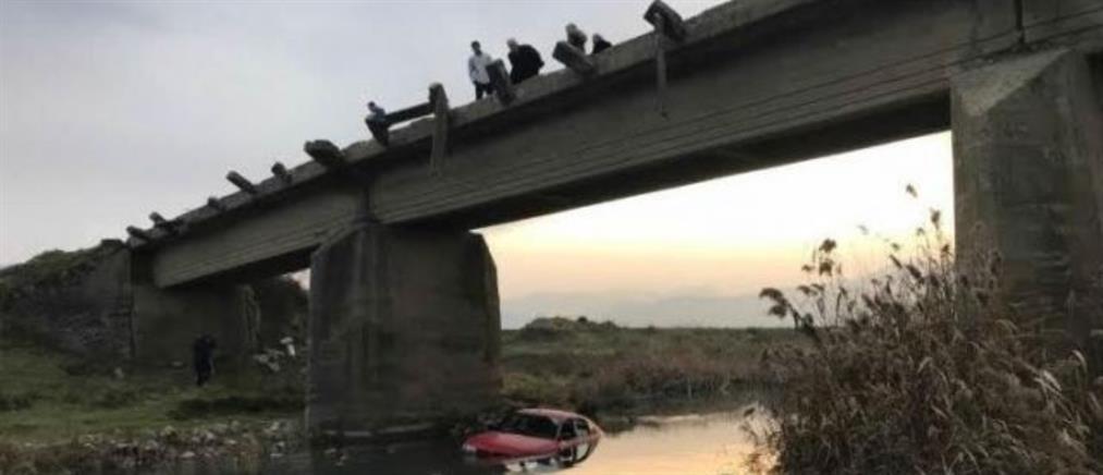 Έριξαν κλεμμένα αυτοκίνητα στην κοίτη ποταμού (εικόνες)