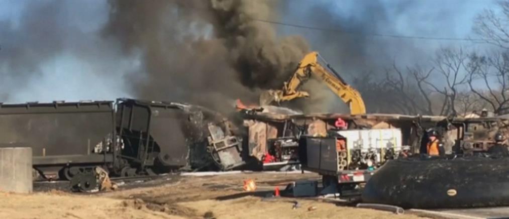Έκρηξη και φωτιά από σύγκρουση τρένου με φορτηγό (εικόνες)