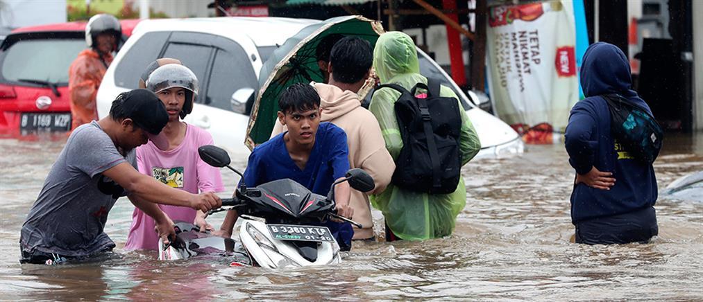 Φονικές πλημμύρες στην Ινδονησία (εικόνες)