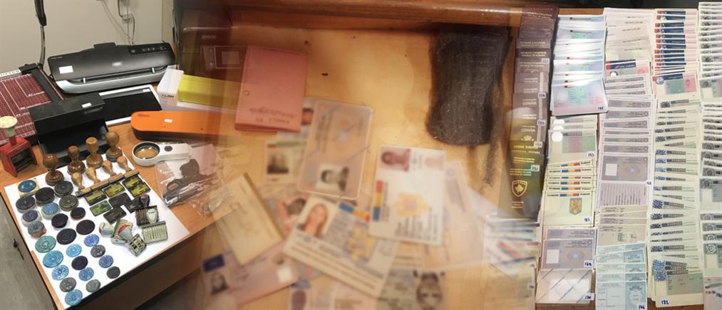 Αρχιφύλακας μπλεγμένος σε κύκλωμα πλαστών εγγράφων