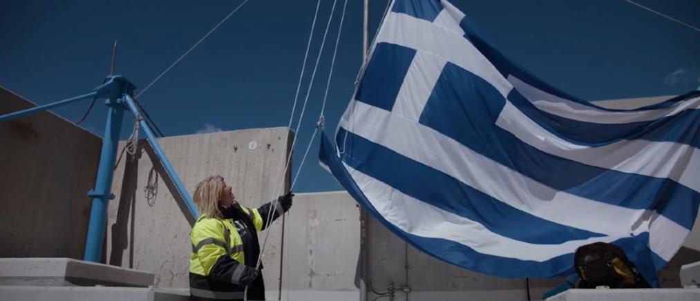 Γέφυρα Ρίου-Αντιρρίου: 4 γυναίκες ύψωσαν τη σημαία στους πυλώνες (βίντεο)
