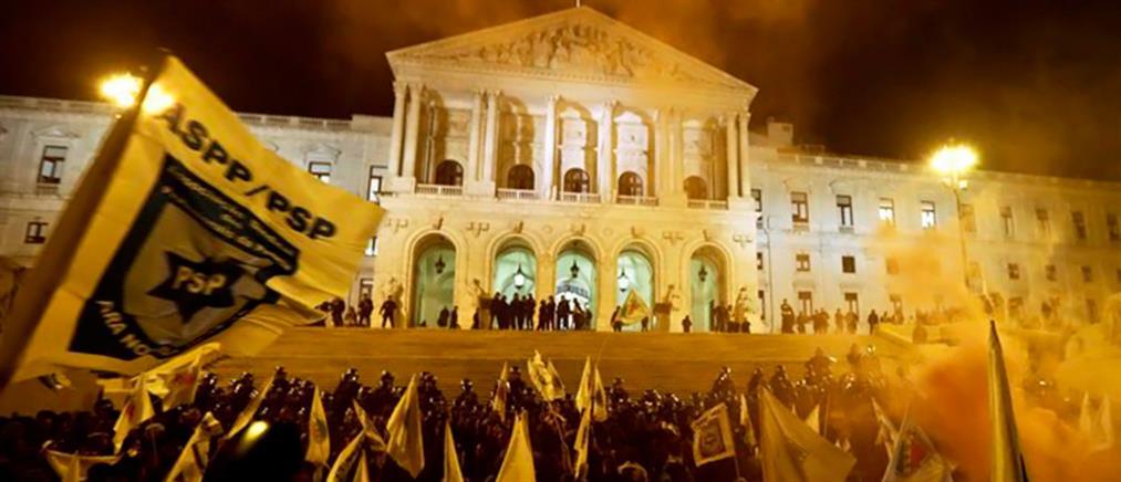 Η λιτότητα έβγαλε ξανά στο δρόμο τους Πορτογάλους
