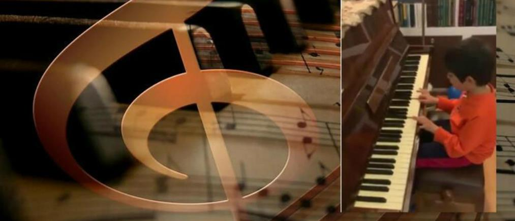 Κορονοϊός: Συγκινεί ο μικρός Εμμανουήλ (βίντεο)