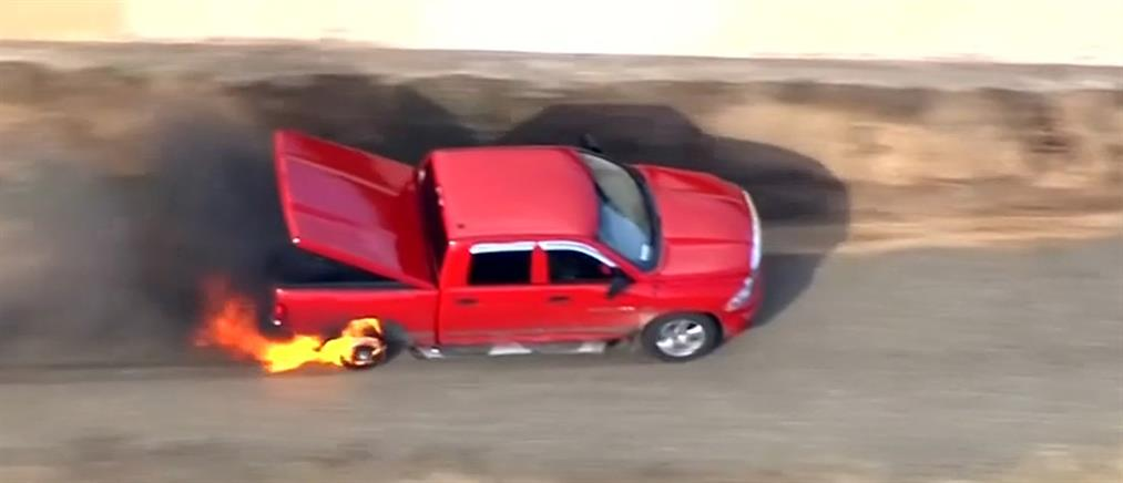Ημιφορτηγό πήρε φωτιά κατά τη διάρκεια καταδίωξης (βίντεο)