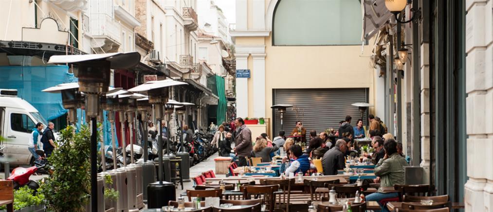 Κορονοϊός: πρόστιμα σε καφέ και ταβέρνες για λειτουργία με πελάτες