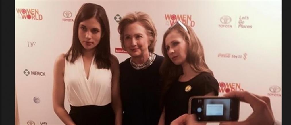 Όταν η Χίλαρι Κλίντον γνώρισε τις Pussy Riot…